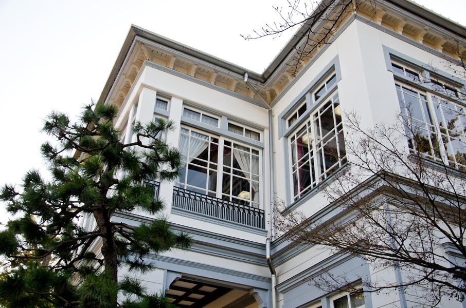 窓の多い2階部分