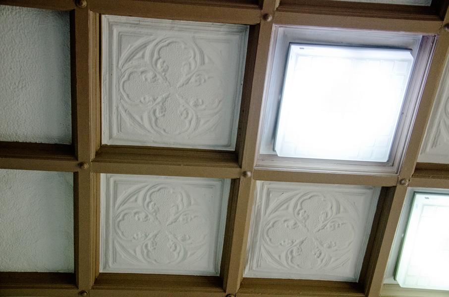 天井の漆喰レリーフ