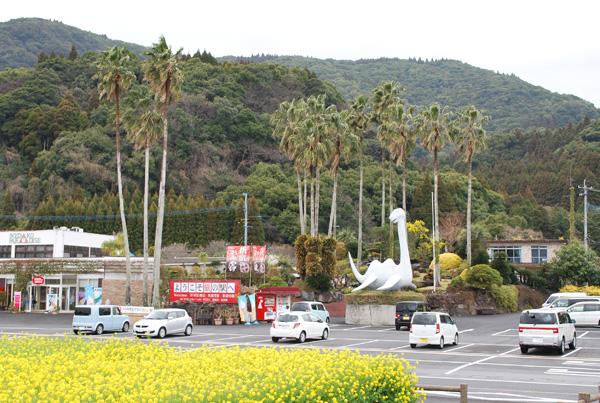 池田湖パラダイス駐車場に置かれたイッシー
