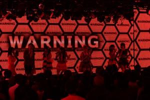 """ニコファーレのディスプレに""""WARNING""""の赤い文字が"""