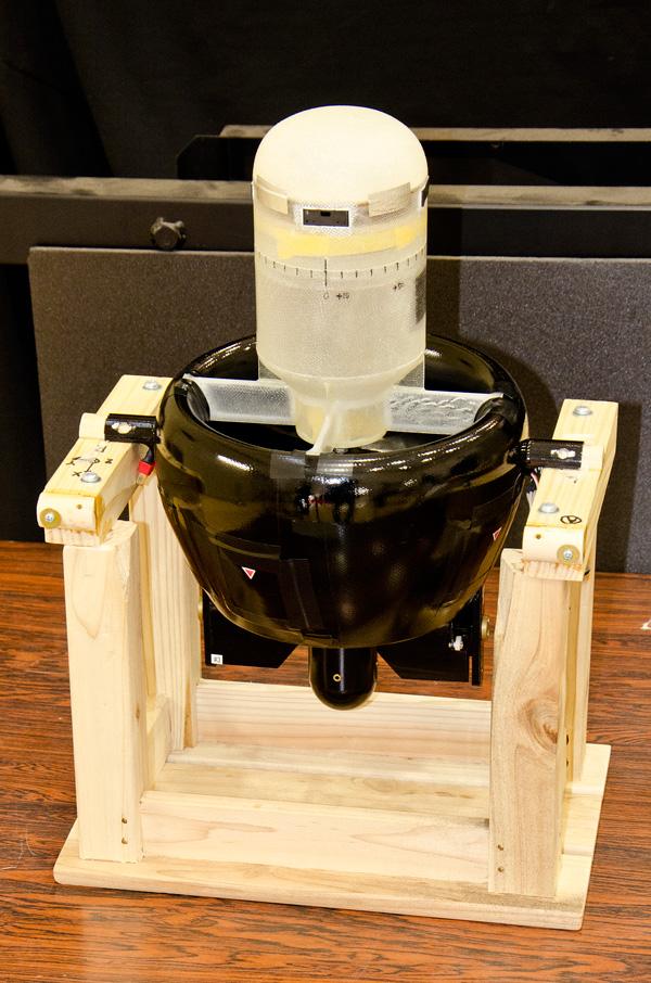ダクテッドファン式飛行ロボット