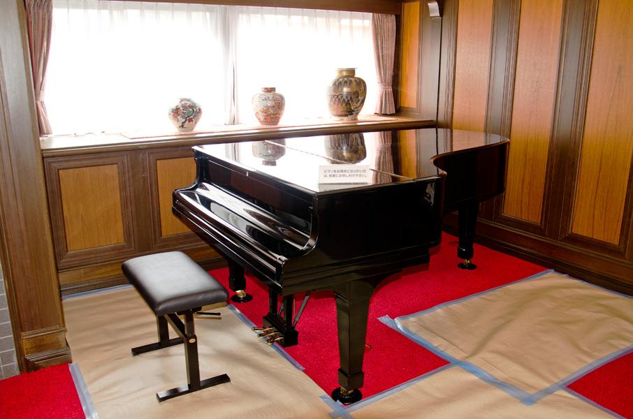 ドイツ製スタインウェイのピアノ