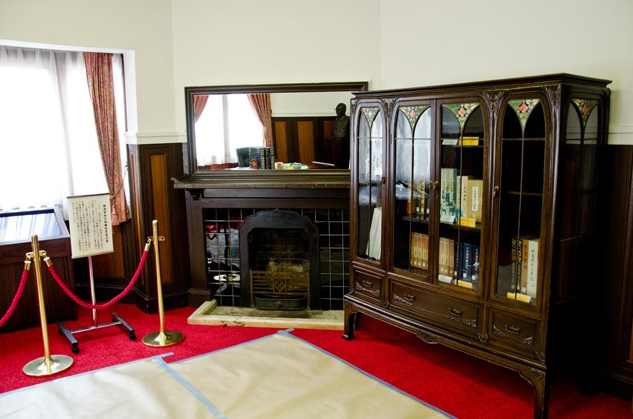 暖炉と家具