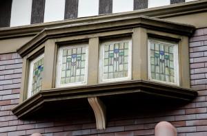 正面四連窓のステンドグラス
