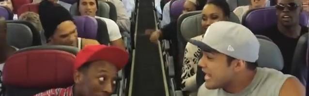 嬉しいハプニング!『ライオンキング』ミュージカルキャストが機内で突如あの名曲を熱唱