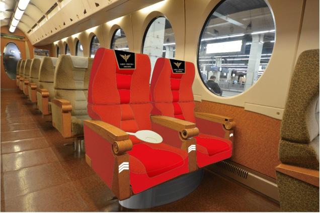 アンジェロ・ザウパー専用席(左)とフル・フロンタル専用席