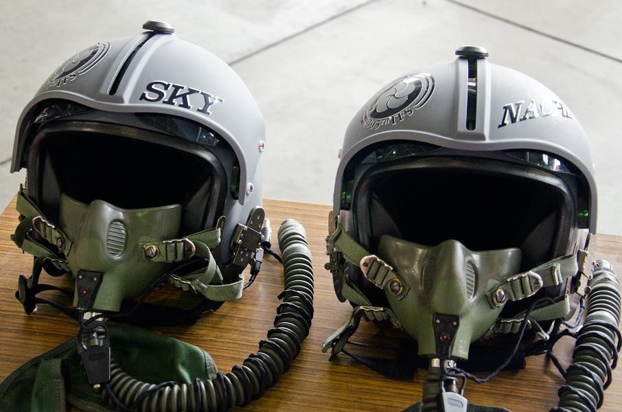 TACネームが記されたヘルメット