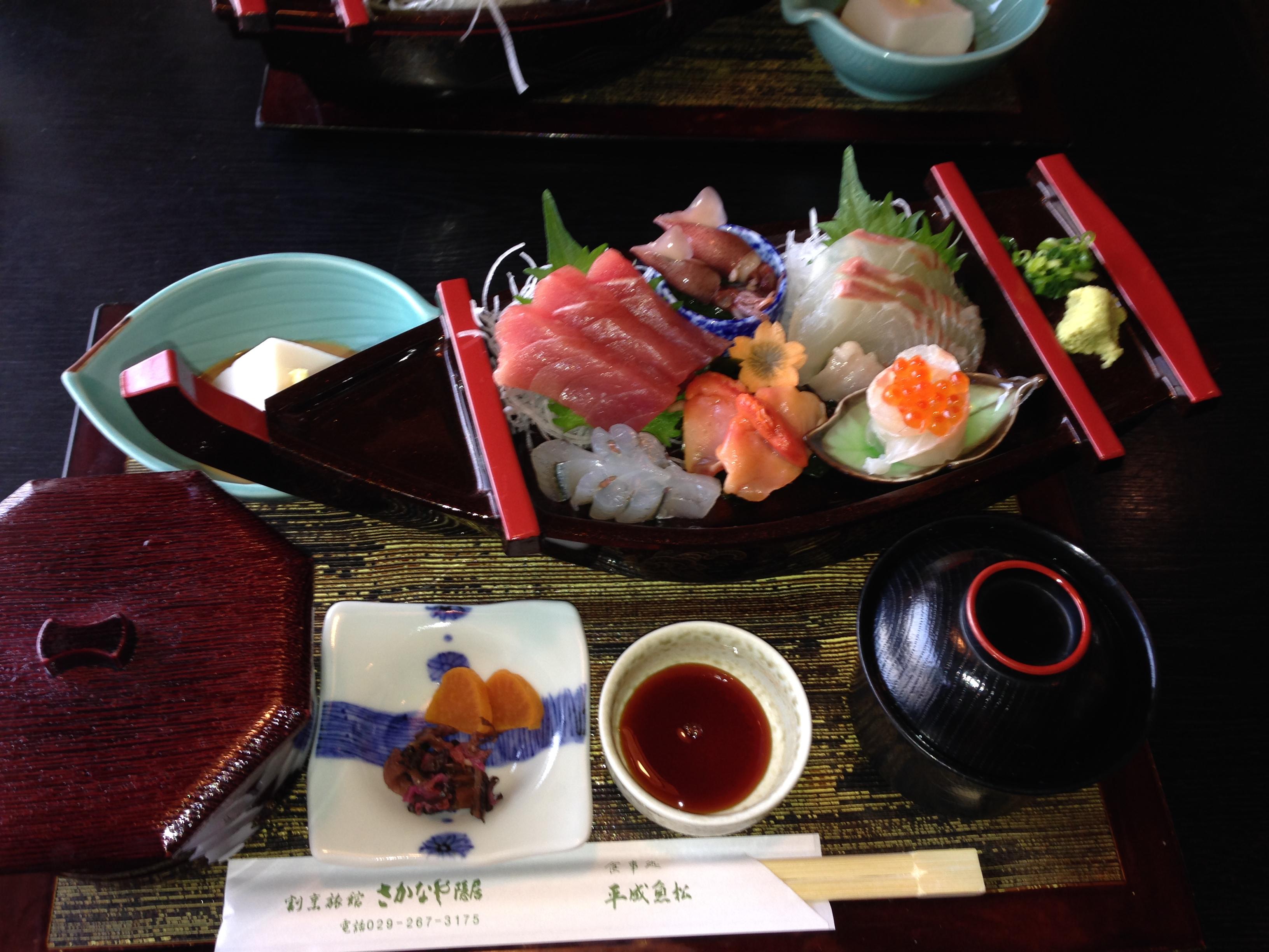 旅館さかなや隠居の付属の鮮魚料理店「平成魚松」の刺身松定食