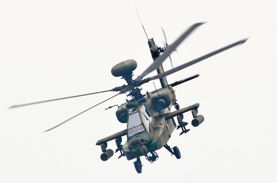 AH-64Dの飛行展示