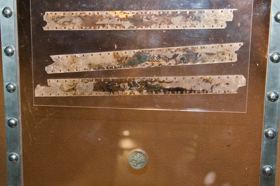 リバティ・ベル7から回収されたフィルムとコイン