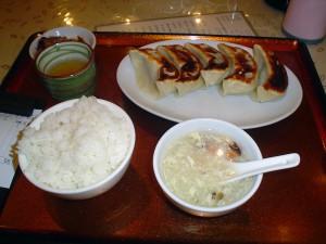 中華料理屋の餃子定食