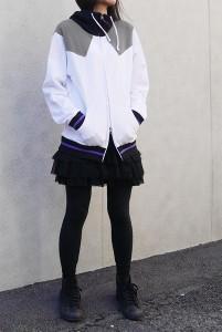 暁美ほむらデザインパーカー着女性イメージ