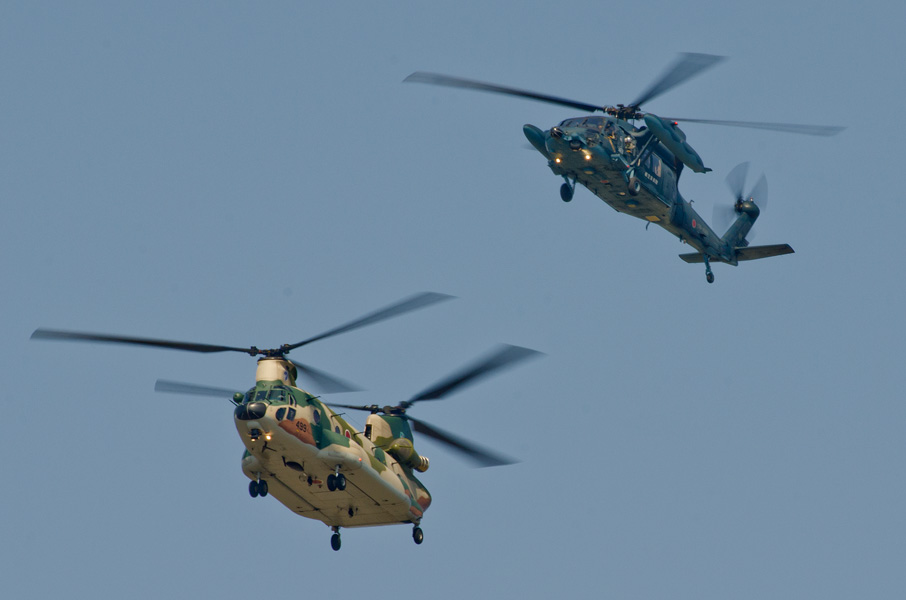 CH-47JとUH-60J