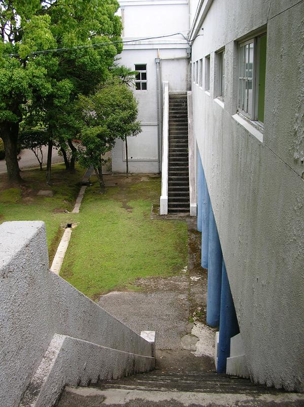 観客席への階段