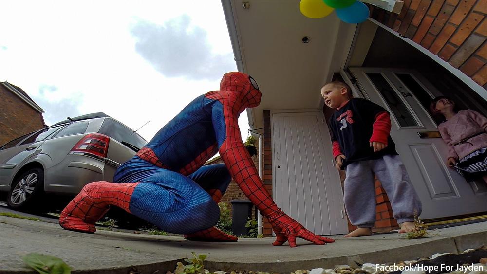 余命わずかな息子のためにヒーローになった父