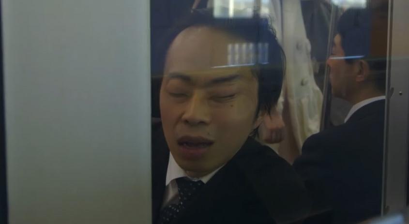 """日本では普通?でも、それは世界の人が驚く光景!『雪道コワイ』の眞鍋氏新作""""電車の居眠り""""が話題"""