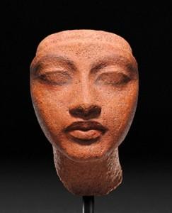 『王妃の頭部』 新王国・第18王朝時代(アマルナ時代・前14世紀) ベルリン・エジプト博物館蔵