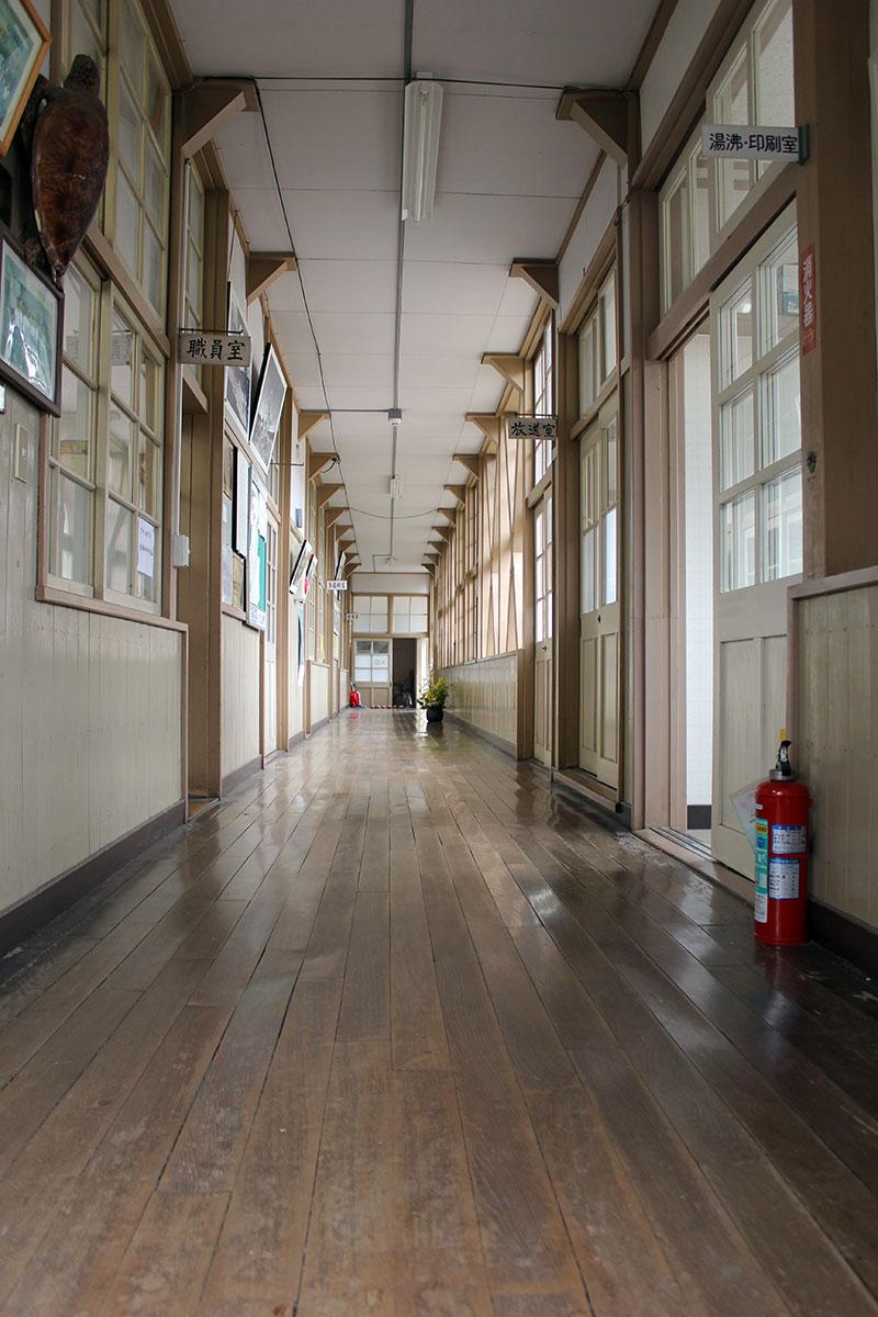 職員室側からの廊下