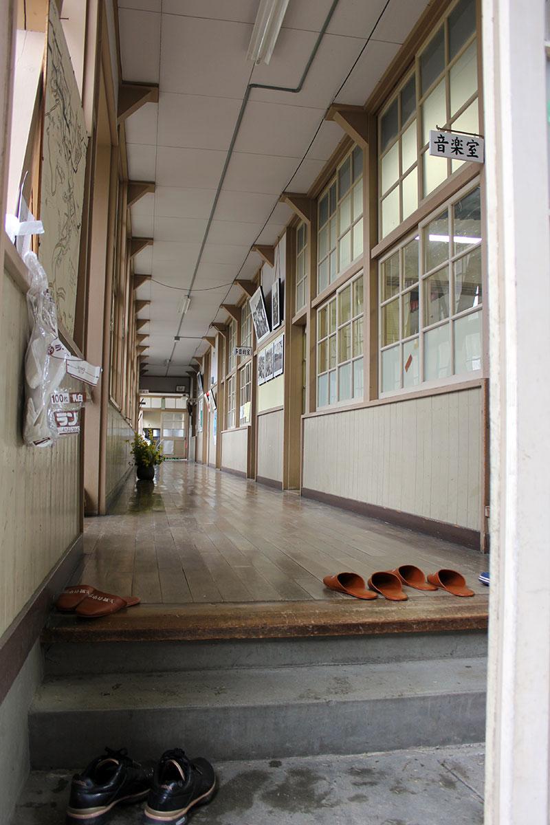 音楽室側からの廊下
