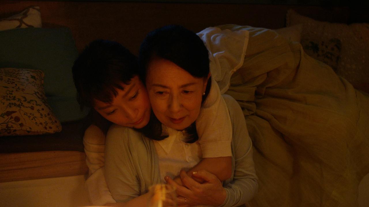 小さくなった母の背中をおもわずギュッと抱きしめる娘……杏主演のWeb限定ムービー第1弾『「澪」と過ごす母の日』公開