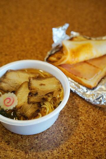 チャーシュー麺とベーコンPKGMトースト
