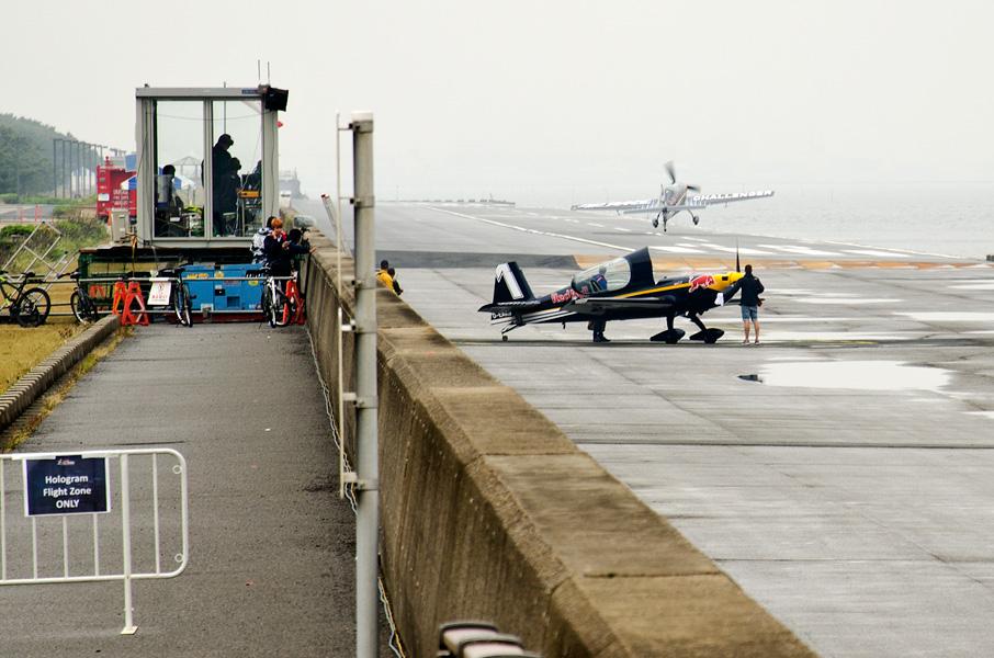 横風着陸する機体