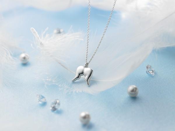 天使の羽のネックレス