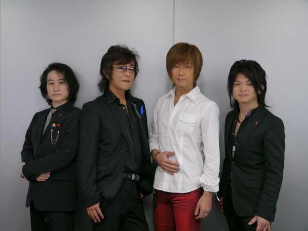 写真は、高橋秀幸/高取ヒデアキ/Akuzawa/Kawaseの4人で撮影