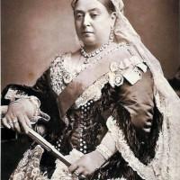 125年もたってパンツが売り出される『ビクトリア女王』って一…