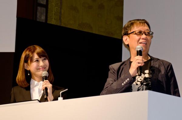 堀井雄二氏と司会の椿姫彩菜さん