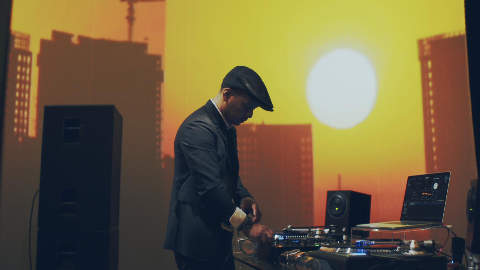 人気DJ、DJ MITSU THE BEATSが本物の腕時計でDJプレイに挑戦してみた