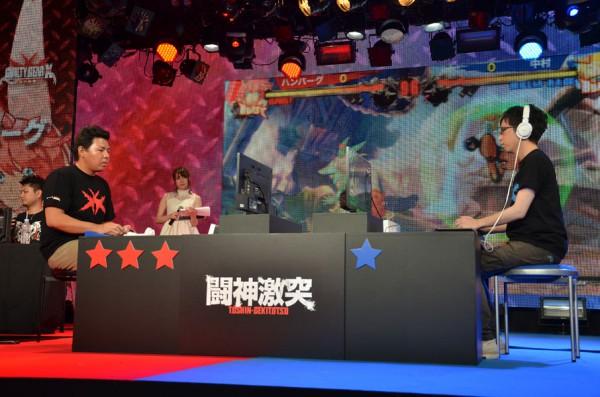 バトル5、ハンバーグ選手(左)対中村選手(右)