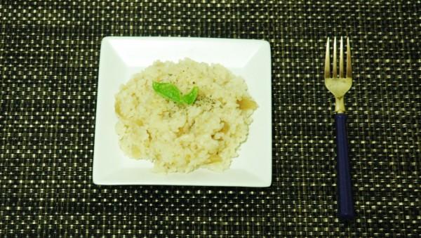 『玉ねぎ丸ごと炊き込みご飯』盛りつけ例