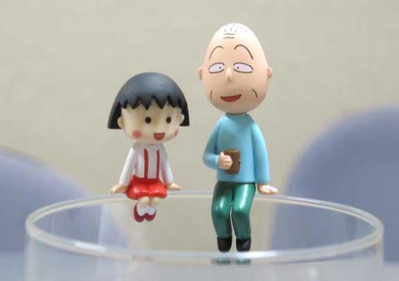 『ちびまる子』のまるちゃんにおじいちゃん コップのふちにちょこん