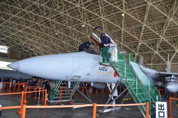F-15のコクピット公開