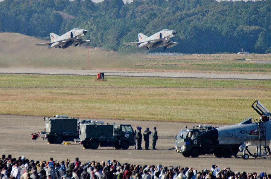 F-4EJ改がフォーメーションテイクオフ