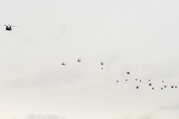 ヘリコプターの編隊飛行