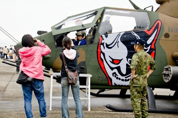 AH-1Sコクピットで記念撮影