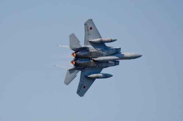 機動飛行するF-15J