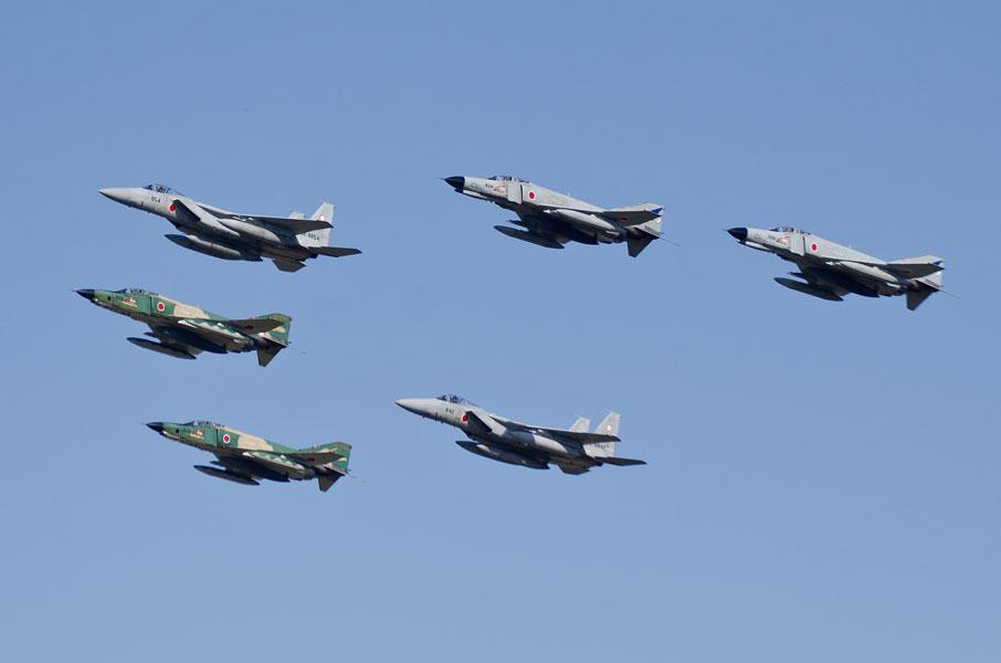 6機による編隊航過飛行