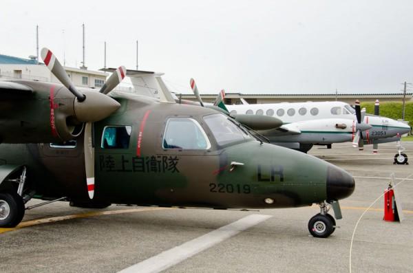 LR-2(奥)と並ぶLR-1