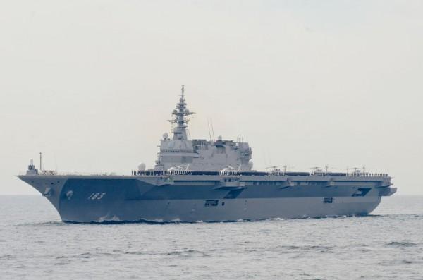 受閲第3群・護衛艦いずも(DDH-183)
