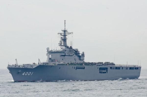 受閲第6群・輸送艦おおすみ(LST-4001)