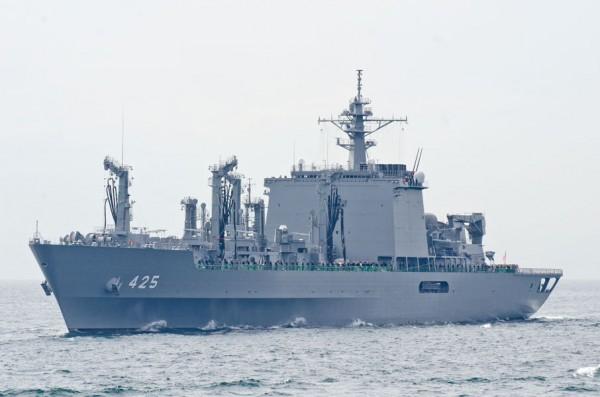 受閲第6群・補給艦ましゅう(AOE-425)