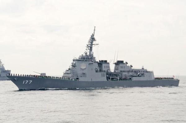 受閲部隊旗艦あたご(DDG-177)