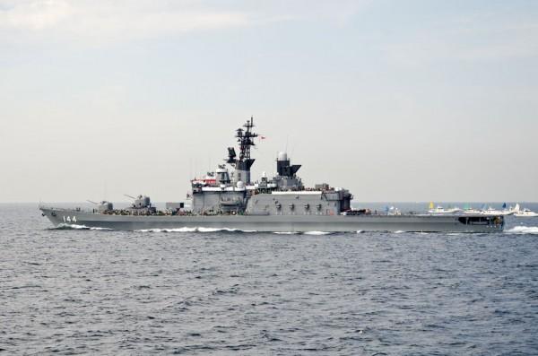 観閲艦くらま(DDH-144)