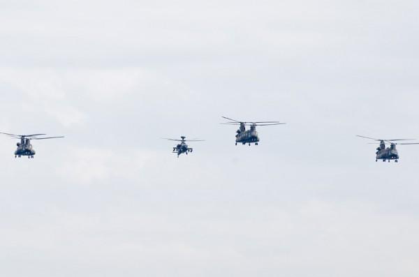 陸上自衛隊のCH-47JAとAH-64D