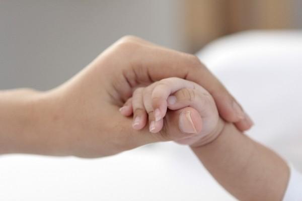 母と子の手