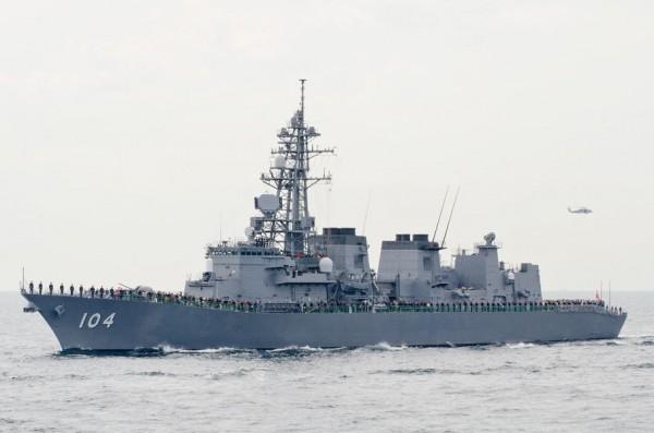 受閲第2群・護衛艦きりさめ(DD-104)