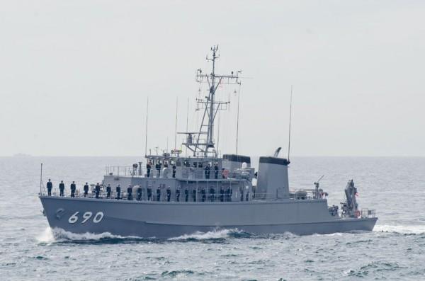 受閲第5群・掃海艇みやじま(MSC-690)